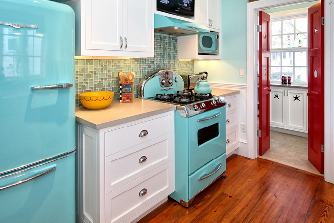 http://houseofturquoise.gametrust.org/2013/01/turquoise-appliances.html