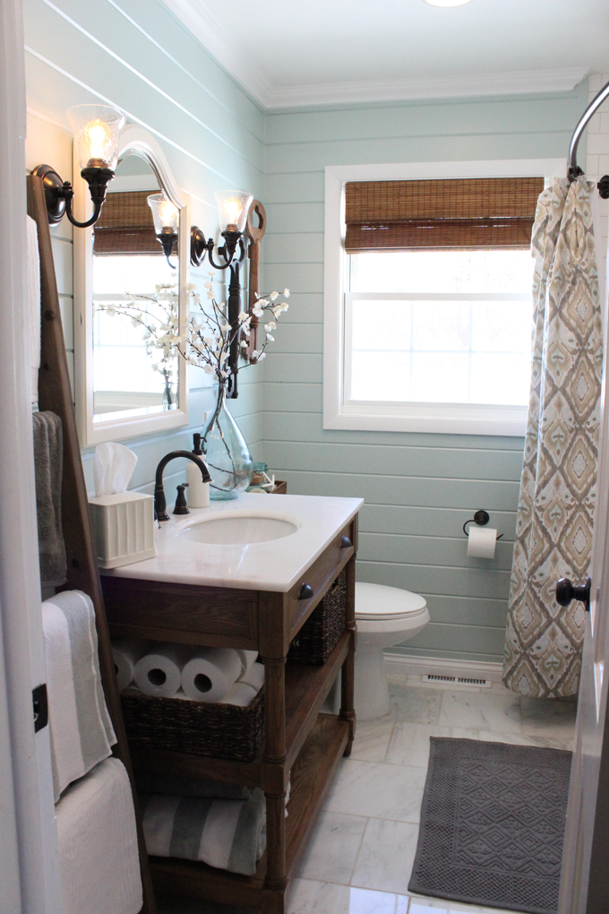 http://www.houseofturquoise.com/2013/04/12-oaks-bathroom.html